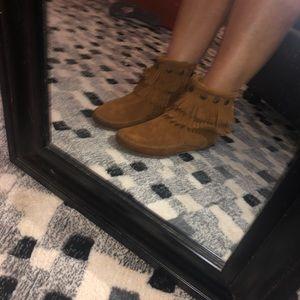 Minnetonka leather Moccasin shoe